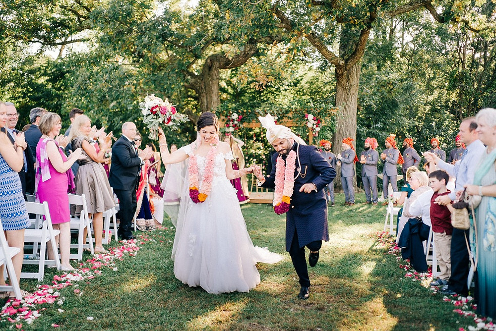 How to Plan a Wedding: What Order to Book Your Vendors In