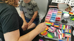 What to look for when booking a face painter...