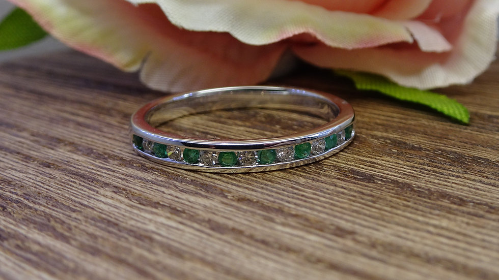 9ct White Gold Emerald & Diamond EternityRing