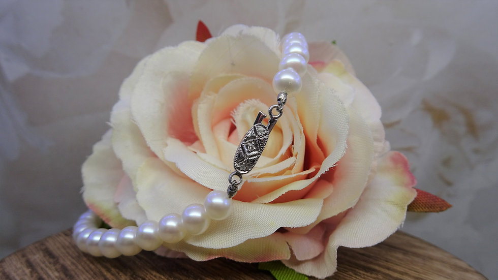9ct White GoldPearl & Diamond Bracelet