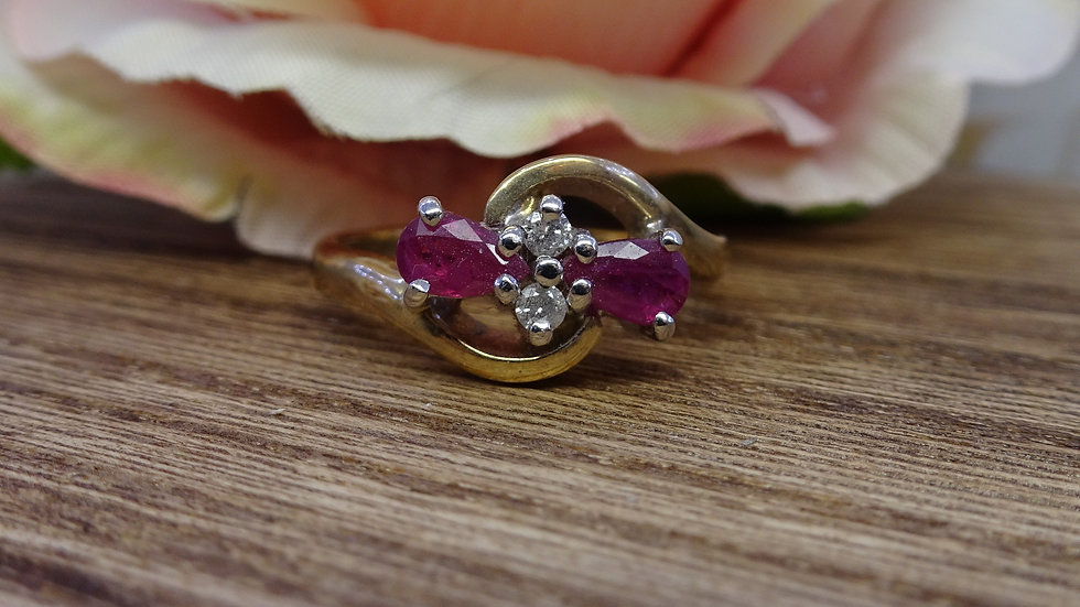 9ct Yellow Gold Ruby & Diamond Crossover