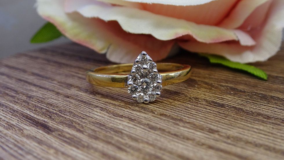 18ct Yellow Gold Pear Shaped Diamond Cluster