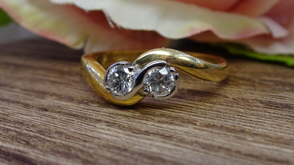 18ct Yellow Gold Diamond Crossover Ring