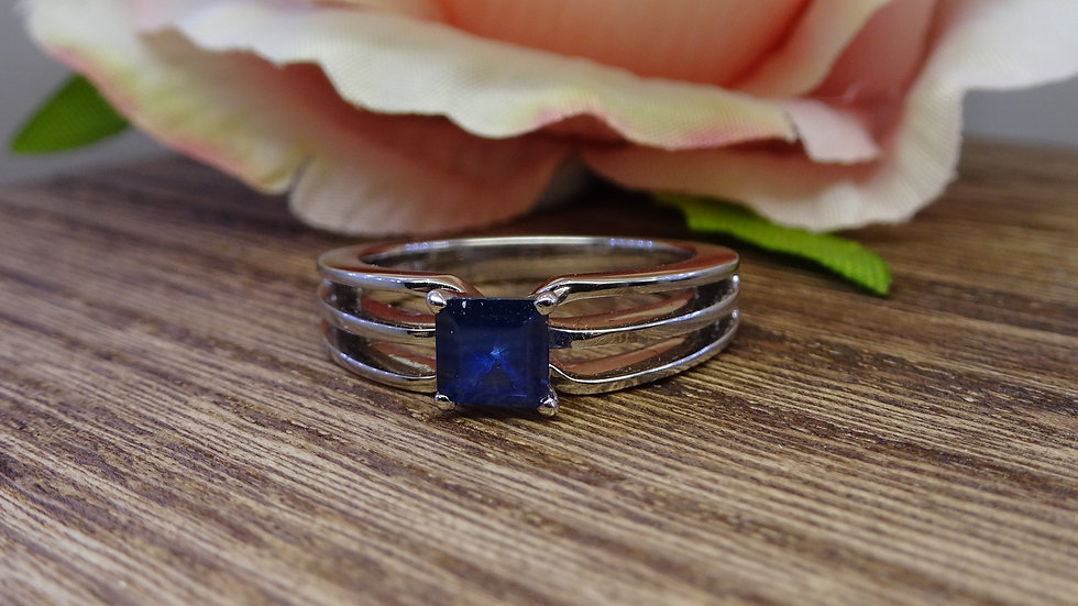 18ct Triple Band  White Gold Sapphire Solitaire Ring