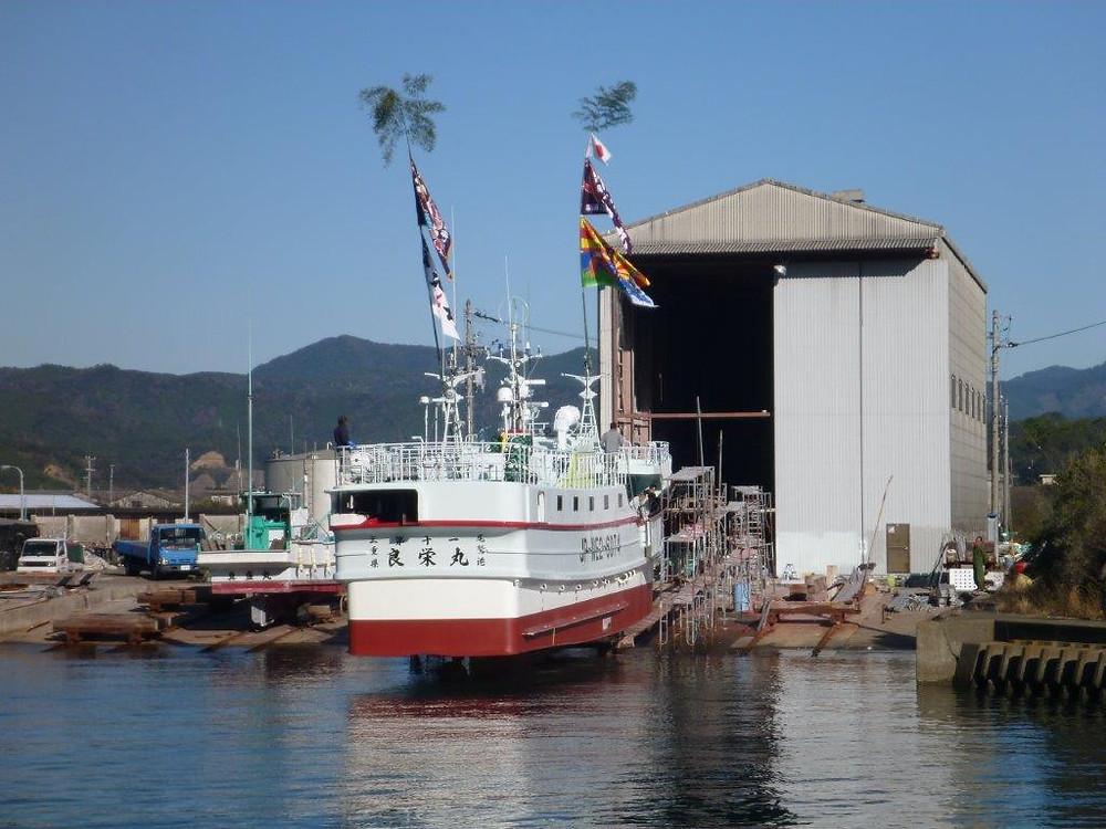 徳島県鞆の浦造船所にて