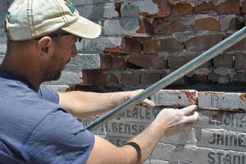 Thadeus - Resident rock sealing expert