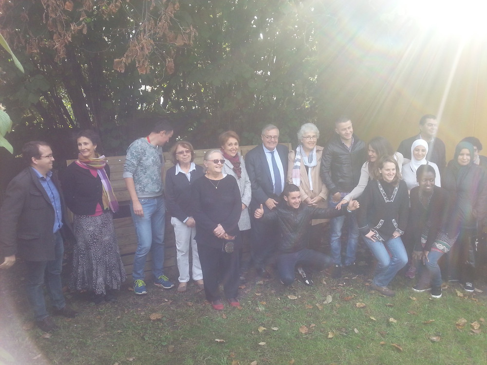 Mireille Alphonse aux côtés de Gérard Cosme, de Marie-Rose Harenger, Vice-Présidente Collecte, prévention et valorisation des déchets, et des membres de l'associations « Le Sens de l'Humus » et des habitants réjouis !