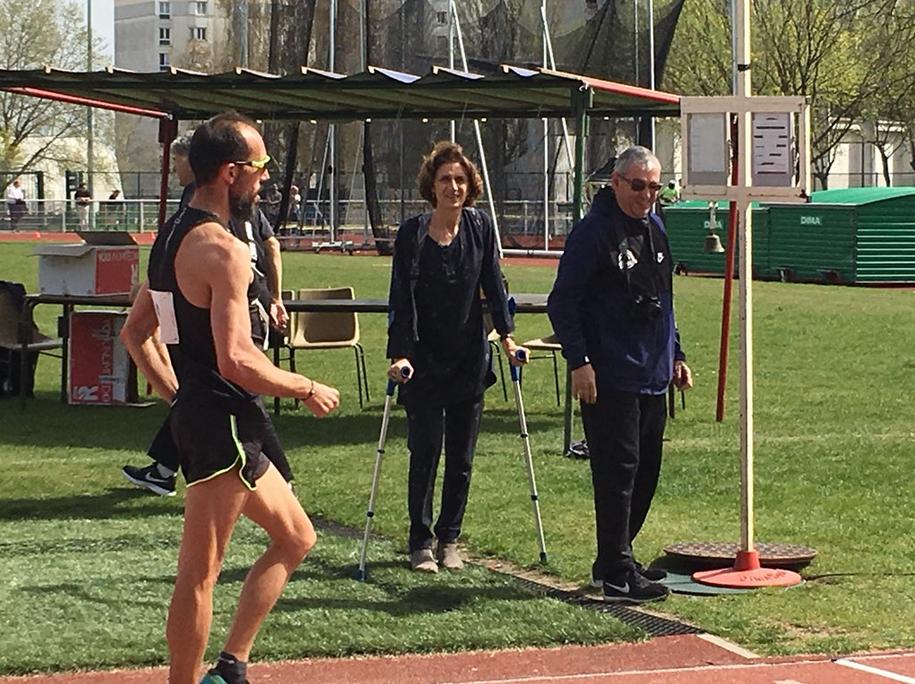 Anne-Marie Heugas encourage les sportifs et Yohann Diniz l'actuel champion du monde