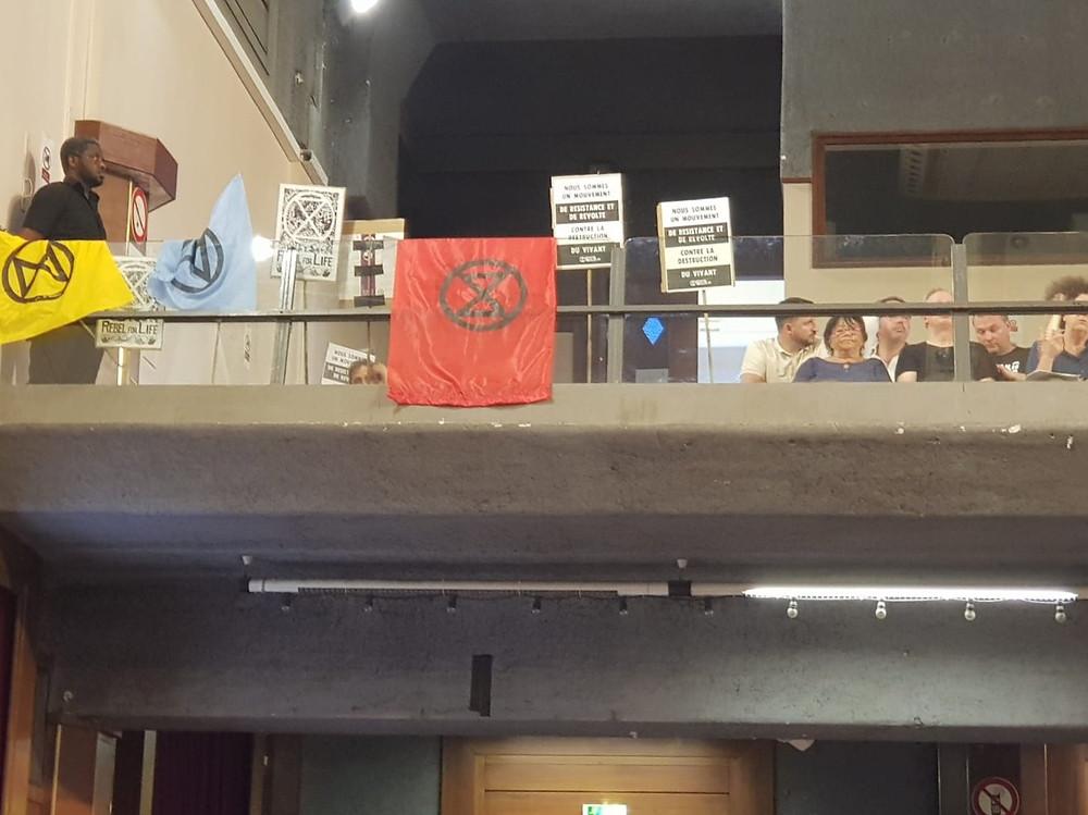 Un conseil municipal en présence d'activistes du collectif Exctinction Rebellion de Montreuil