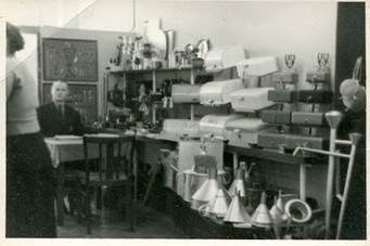 In dieser sogenannten BLECH-HA-GE Bernsbach, befand sich Kurt Stiehler im Vorstand. Hergestellt wurden Tortenringe, Backformen und Kuchenbleche.