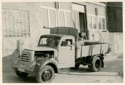 Die Firmenansicht im Jahr 1971 mit eigenem Lastwagen.