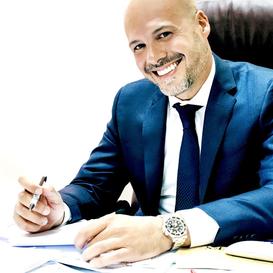 Dottor Emilio Trigniano Chirurgo plastico per migliorare il sorriso