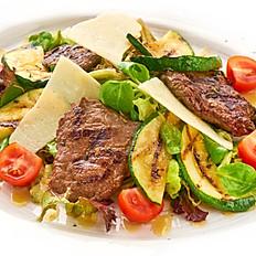 Мясной салат с ростбифом,цукини гриль,спелыми томатами и горчичной заправкой