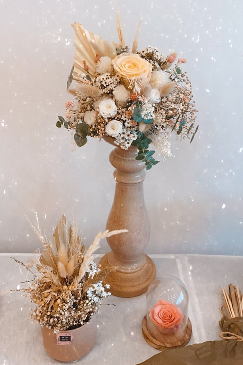 Statement piece: dried flowers and eternity roses!