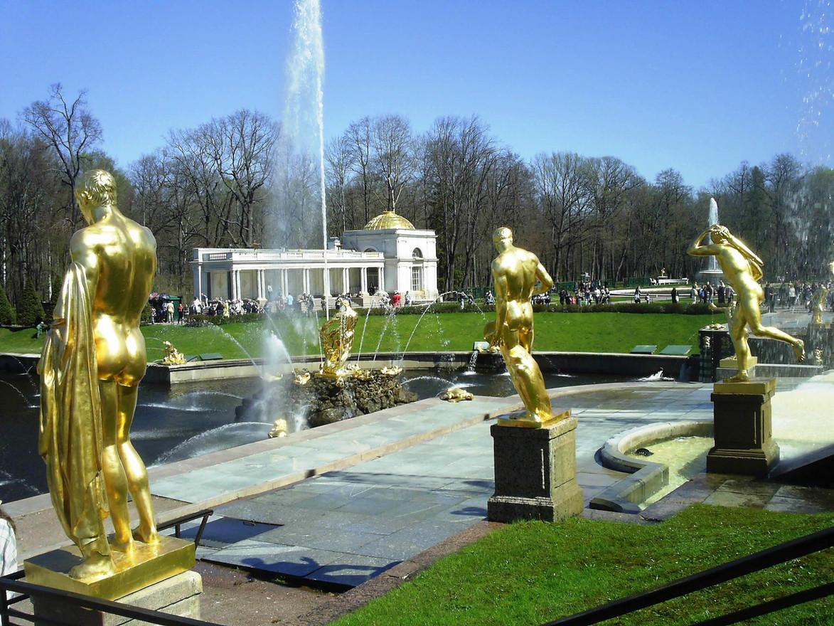 Золотопопие в Петергофе
