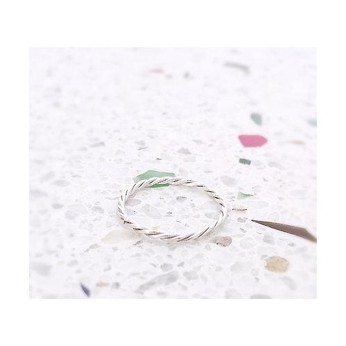 minimum ring twisted