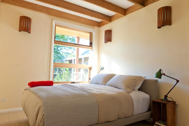 Queen bedroom_1.jpg