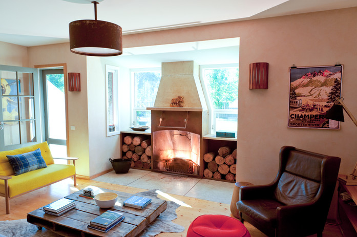 Living & fireplace_1.jpg