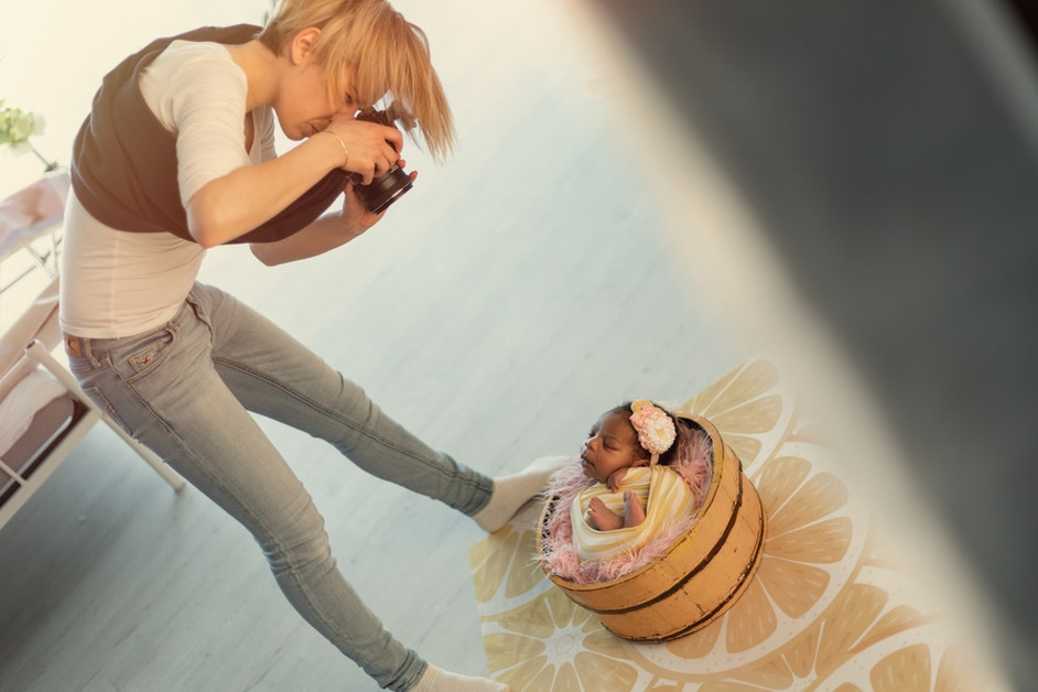 camera-strap-scarf-newborn-photographer-