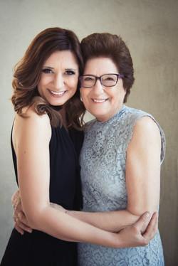 Portrait de Paola et sa maman, pendant une séance de portrait 3 générations