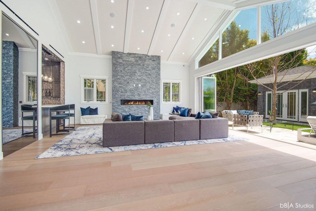 Living Room of Single Family House for Indoor Outdoor Living