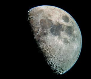 На Луне обнаружили водяной лёд