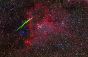 Спиральный метеор пронзает туманность Сердце