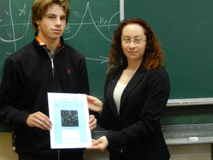 Директор AAVSO Стелла Кафка вручила дипломы юным первооткрывателям переменных звезд