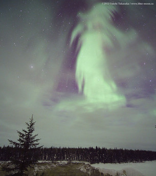 Привидение из полярного сияния над Канадой