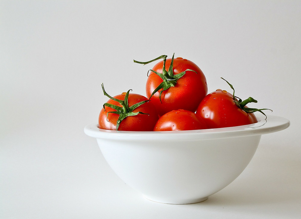 A bowl of tomatoes.