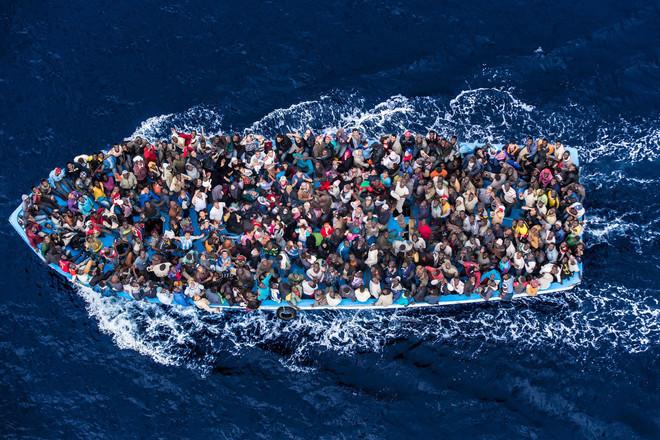 Italian navy rescues asylum seekers trav
