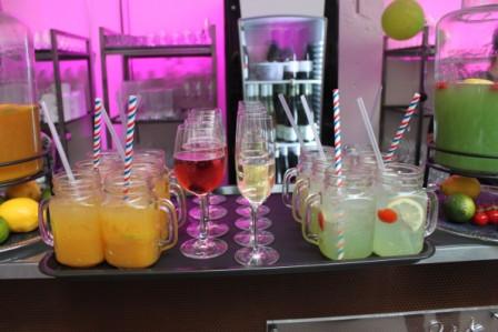 Cocktailbar in der Alten Färberei mit hausgemachten Limonaden, Lilet Berry und Sekt
