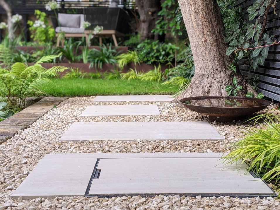 Taryn Ferris Garden Design - Corten Steel Water Bowl, Gravel and Porcelain - De Beauvoir Town