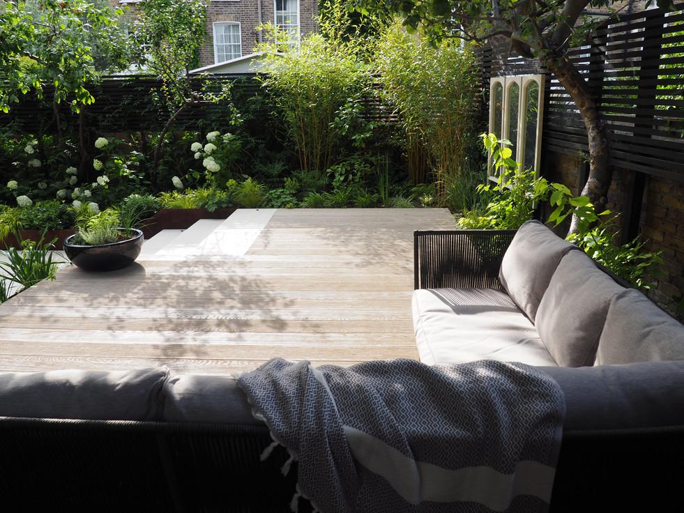 Taryn Ferris Garden Design - Outdoor Lounge Decking - De Beauvoir Town