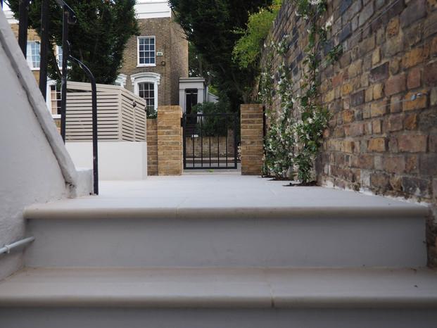 Taryn Ferris Garden Design - Simple Front Gate, Bullnose Porcelain Stairs  and Climbing Trachelospermum - Islington Front Garden