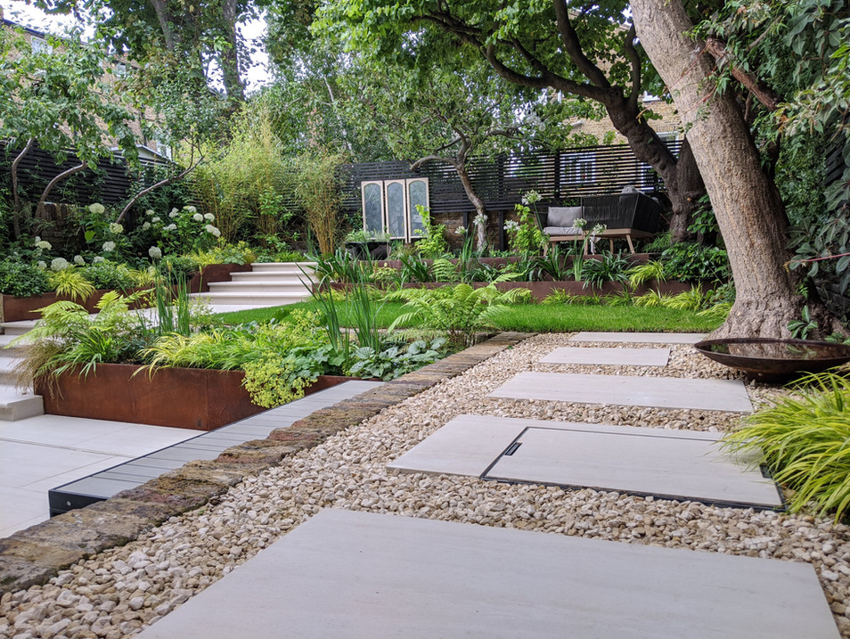 Taryn Ferris Garden Design - Gravel and Porcelain - De Beauvoir Town