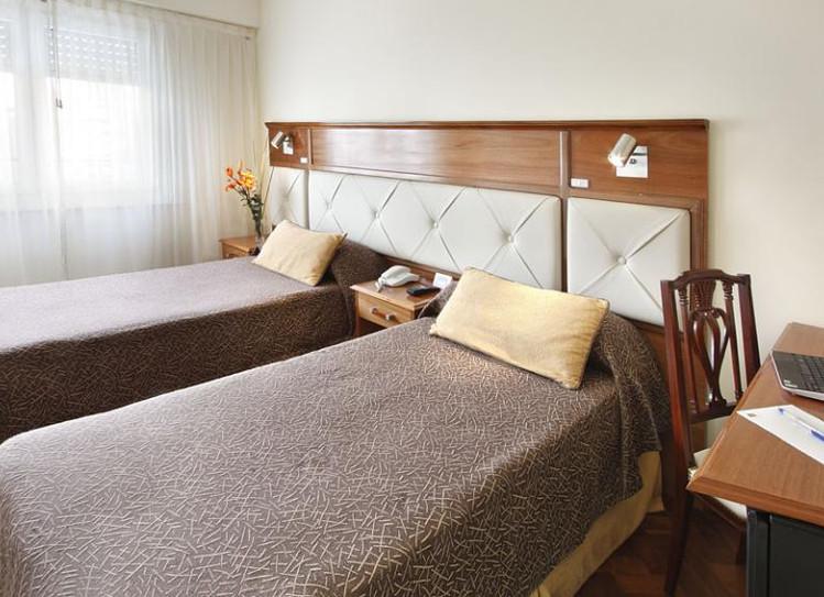 hotel-embajador-habitacion-3715b3f.jpg