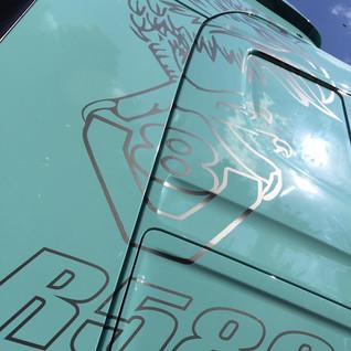 Camion déco v8  illico perso la bresse personnalisation tous supports communication visuelle hautes vosges