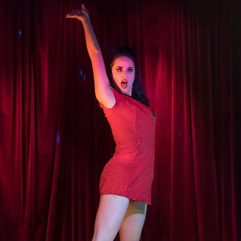 Evana de Lune - Red Shirt
