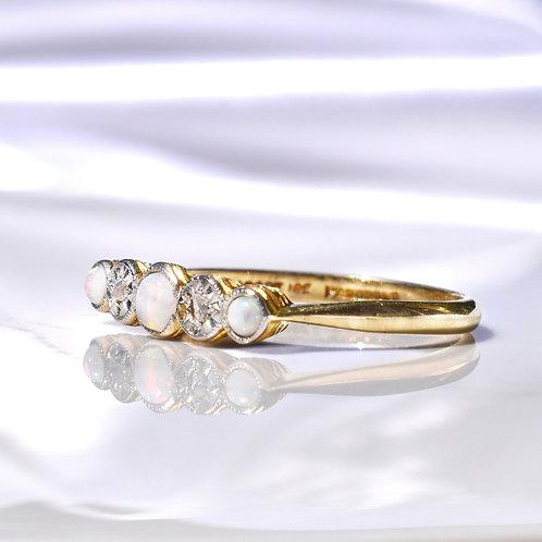 Art Deco 18ct Gold Opal & Diamond Ring