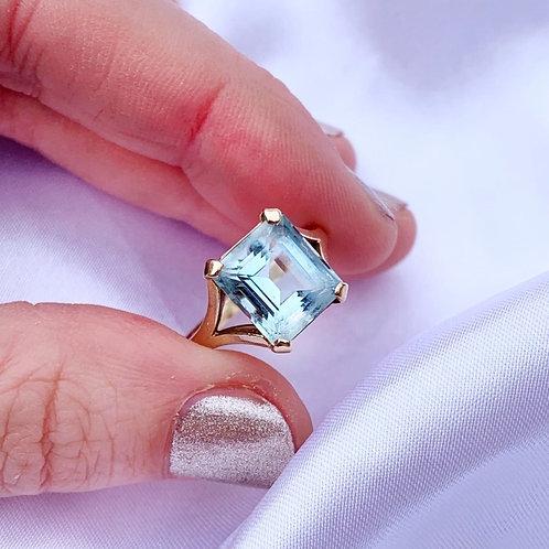 Vintage Dreamy Pale Blue Aquamarine Ring
