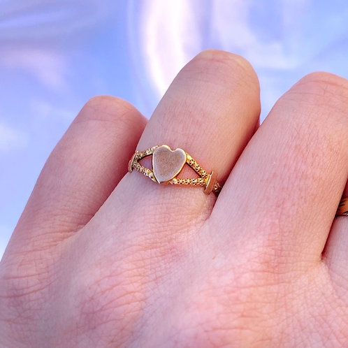 Adorable Vintage 9ct Gold Heart Signet Ring