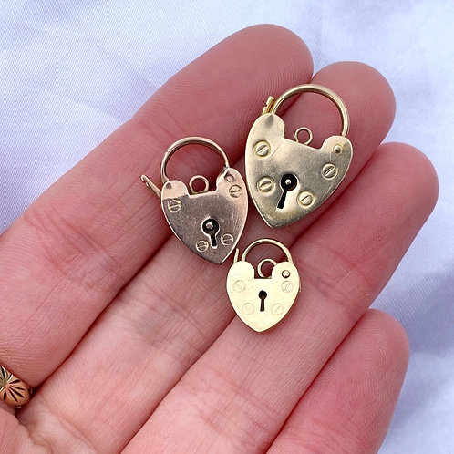 A Selection Of Vintage 9ct Gold Heart Padlocks