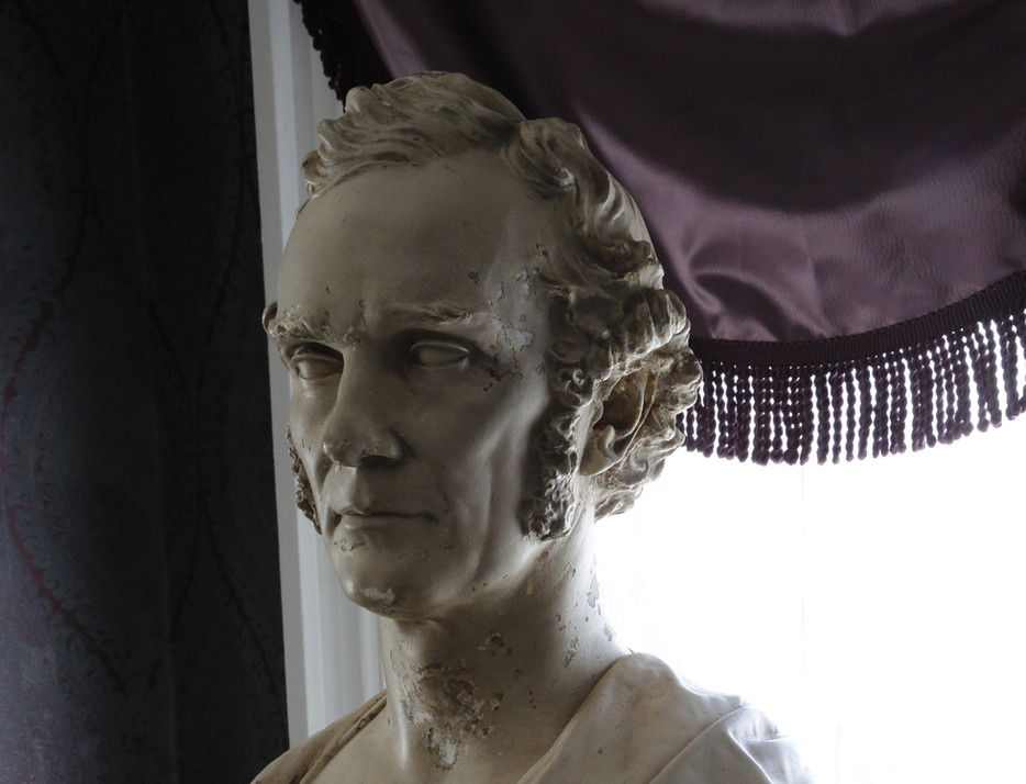 Buckingham Buste