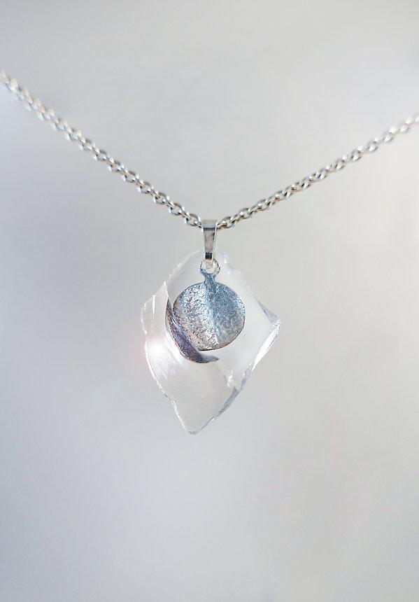Schmuckanhänger Silber 925 mit Glassplitter von Damaris Rohner Auraria Artis Goldschmiedin