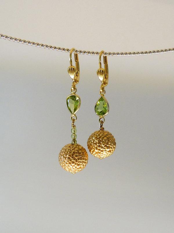 Ohrringe in Silber 925 vergoldet mit Peridot von Auraria Artis Goldschmiedin