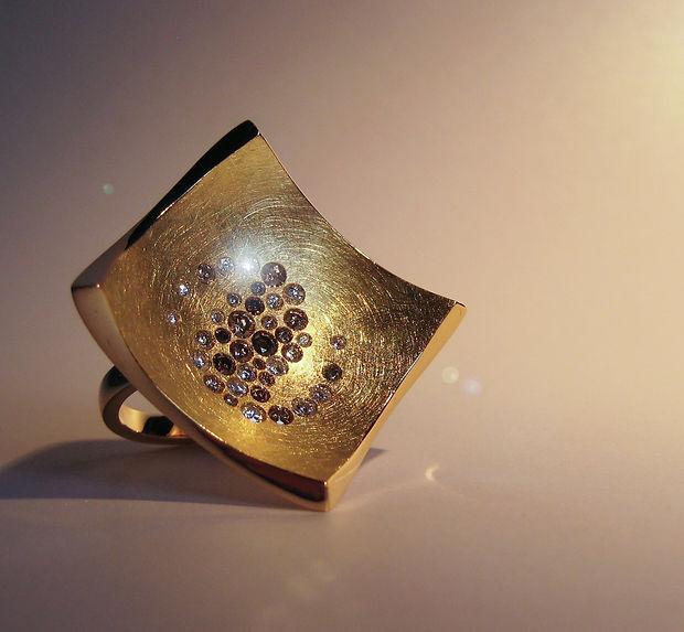 Ring Gelbgold 750 mit braunen Brillanten, Galaxie, Statemantring, quadrat, Schmuckanfertigung, Auraria Artis Goldschmied