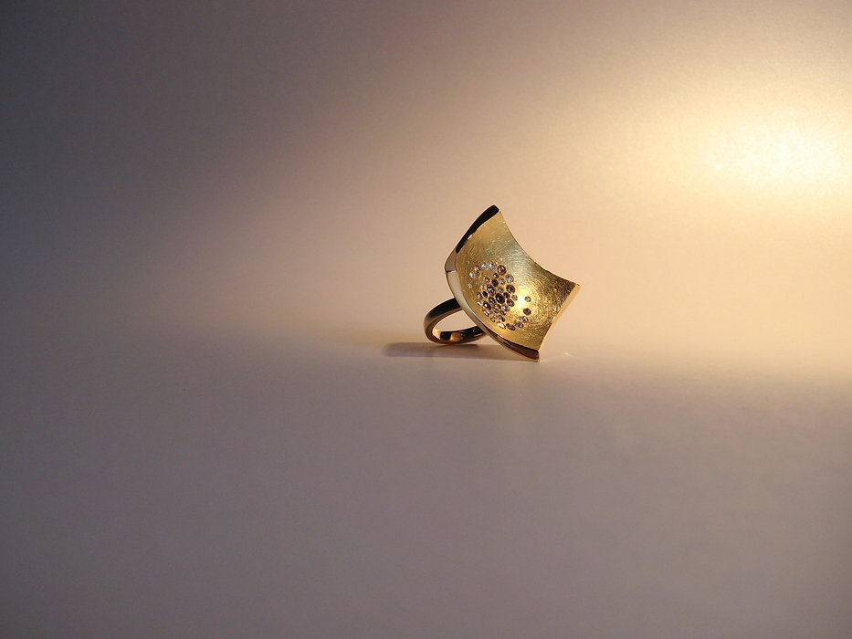 Damen Ring in Gelbgold 750 mit braunen Brillanten