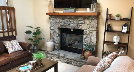 Living Room (Gas Fireplace)