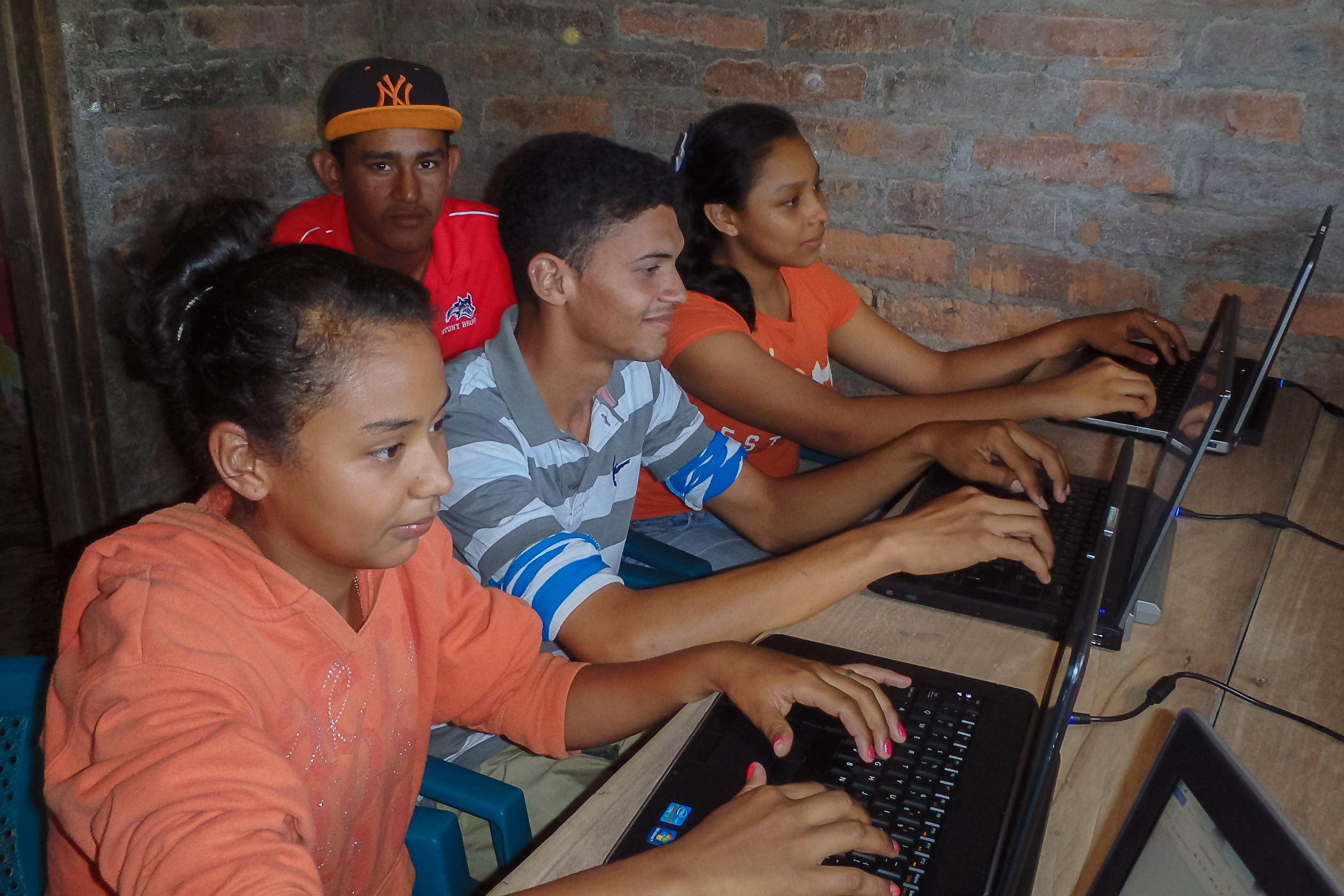 Nicaraguan students on computers